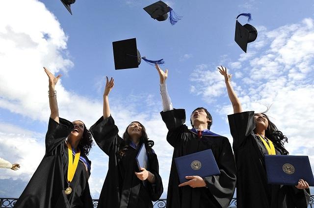 ВЦИОМ: большинство россиян считают, что для успешной карьеры диплом не нужен