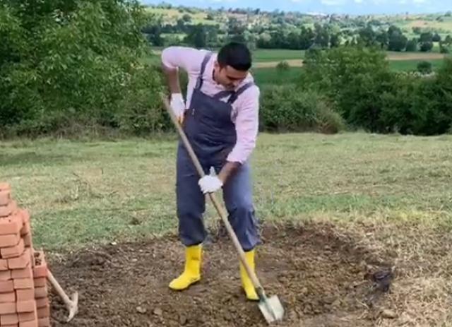 Бурак Оздемир строит и готовит
