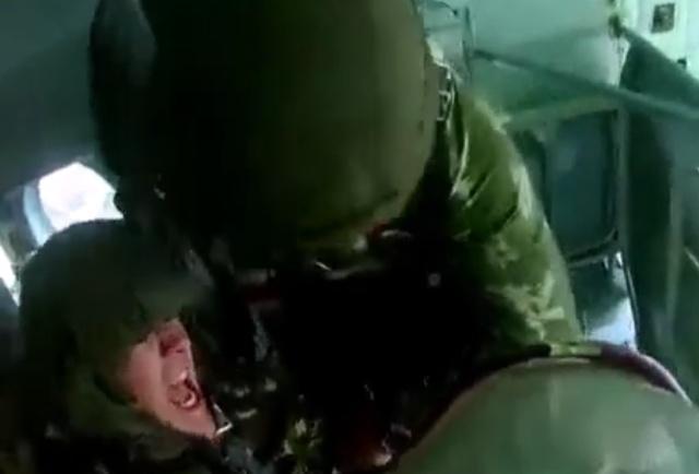 Боишься прыгать с парашютом? Зачем тогда пошел в ВДВ?