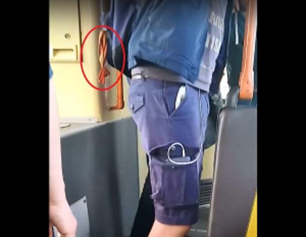 """В Белоруссии женщина """"по-тихому"""" срезала парню георгиевскую ленточку с рюкзака"""
