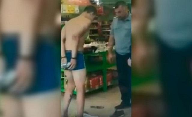 """В """"Пятерочке"""" парня раздели прямо в магазине и заставили приседать"""