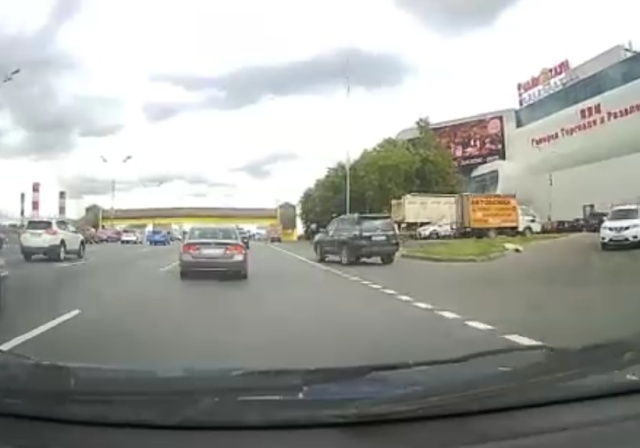 """""""Дорожный учитель"""" наказал водителя внедорожника"""