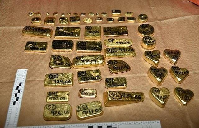 В лондонском аэропорту задержали 104 кг золота (5 фото)