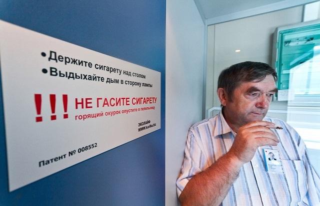 """В российских аэропортах могут появиться платные """"курилки"""""""