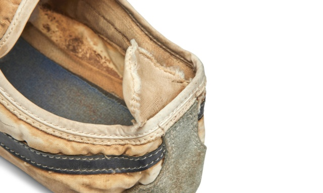 «Moon Shoe» кроссовки Nike за 437 500 долларов (6 фото)