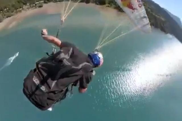 Эффектное приземление парашютиста