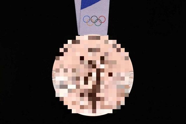 В Токио показали медали летней Олимпиады 2020 года (2 фото)