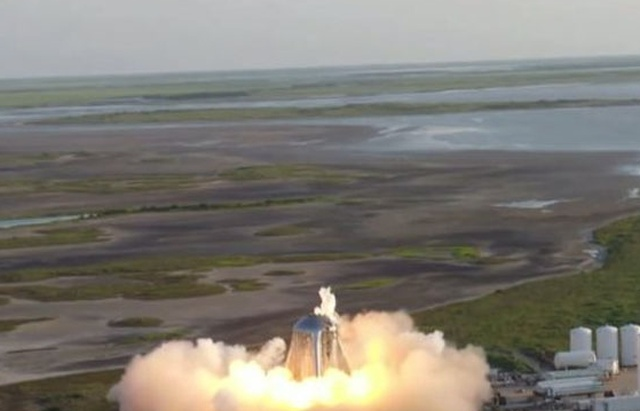 Космический корабль Starhopper компании SpaceX загорелся во время испытаний