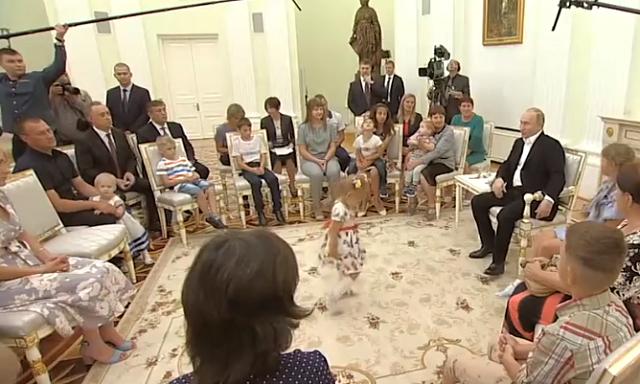 Девочка из затопленного Тулуна захотела станцевать с Владимиром Путиным