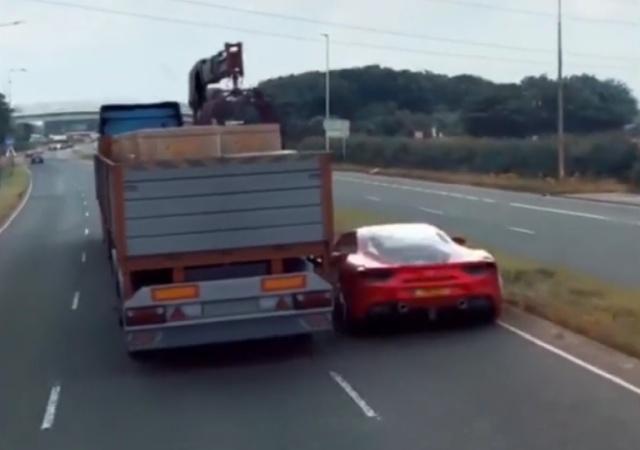 Видео с Ferrari, проехавшей под грузовиком во время полицейской погони, оказалось фейком