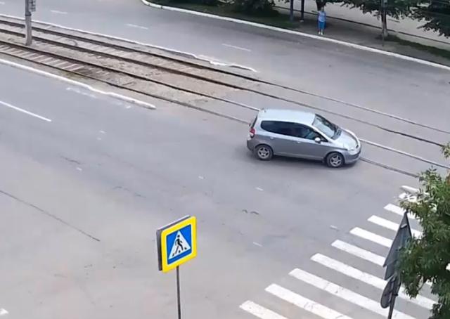 Кругом машины, пешеходы - страшно ведь так!