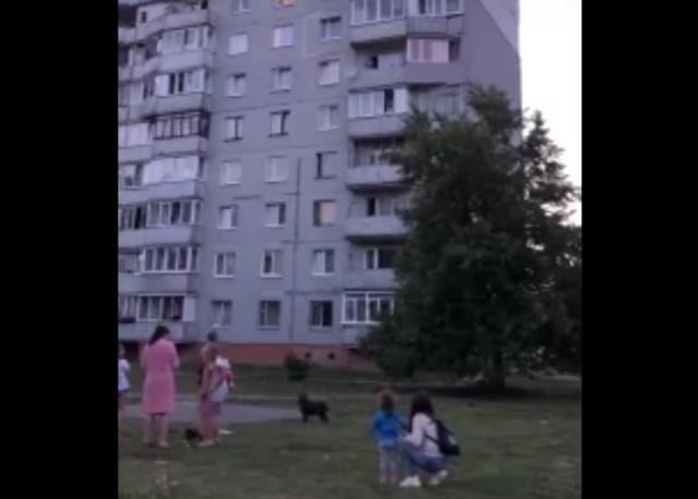 Житель Калининграда радует соседей музыкальными композициями