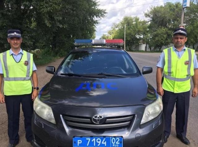 Отзывчивые сотрудники ДПС (2 фото)