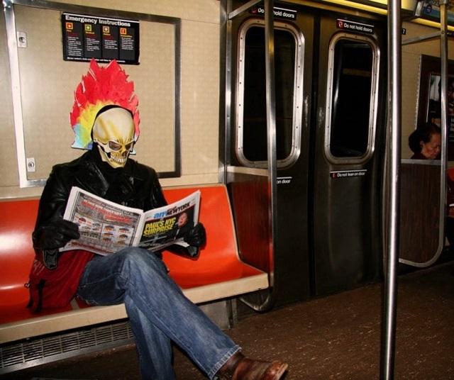 Чего только не увидишь в метро (17 фото)