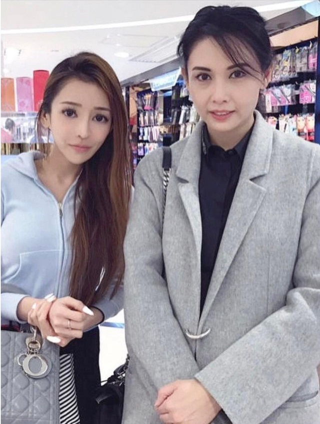 51-летняя актриса Чингми Яу выглядит не старше ее 18-летней дочери (6 фото)