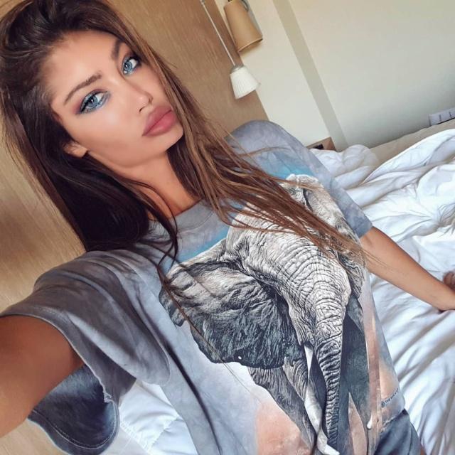 Бывшая подруга Неймара, модель Playboy Сорайя Вучелич, утопила Lamborghini (5 фото + 2 видео)