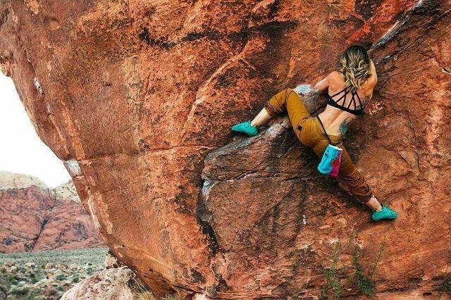 Главное правило безопасности альпиниста - не отвлекаться (24 фото)