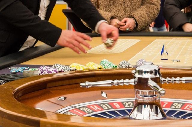 Сотрудница банка за месяц украла более 10 миллионов рублей и спустила их в казино