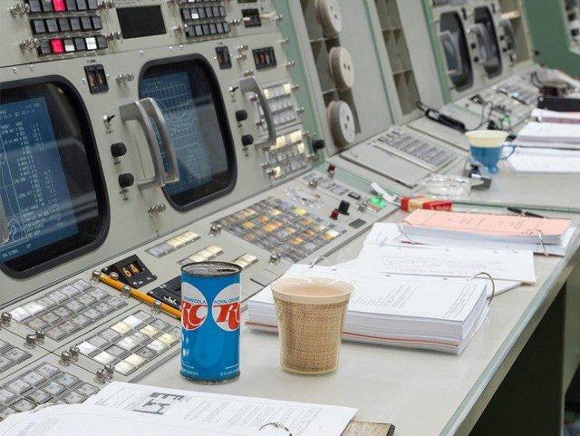 Восстановленный центр управления полётами миссии «Аполлон» (13 фото)