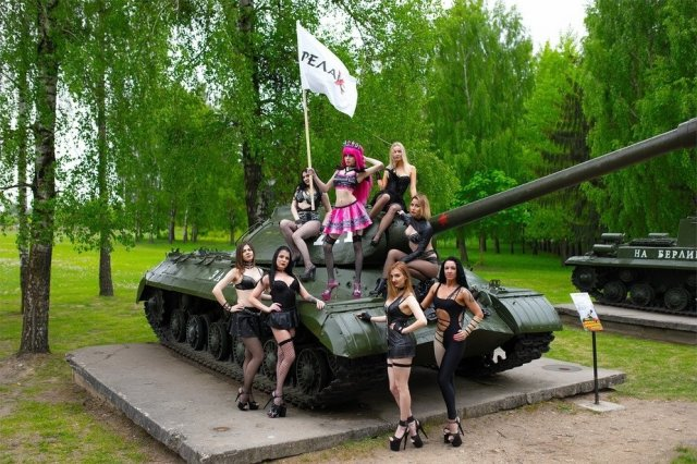 Стриптизерши из Гродно поздравили жителей города с Днем Независимости (2 фото)