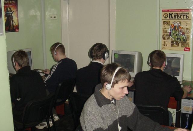 Компьютерный клуб из прошлого (2 фото)