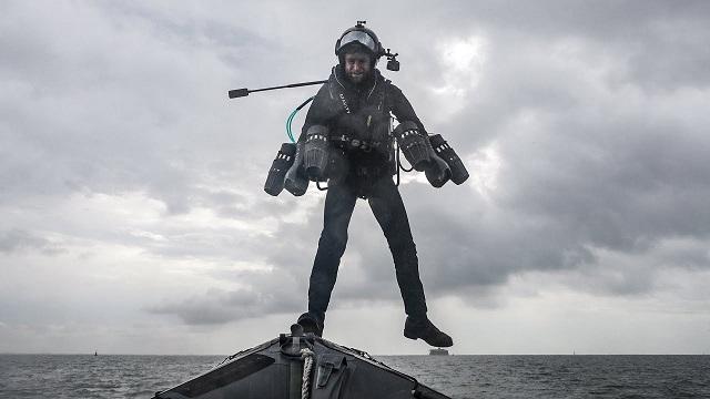 """""""Человек-ракета"""" продемонстрировал ВМФ Британии свой реактивный ранец"""