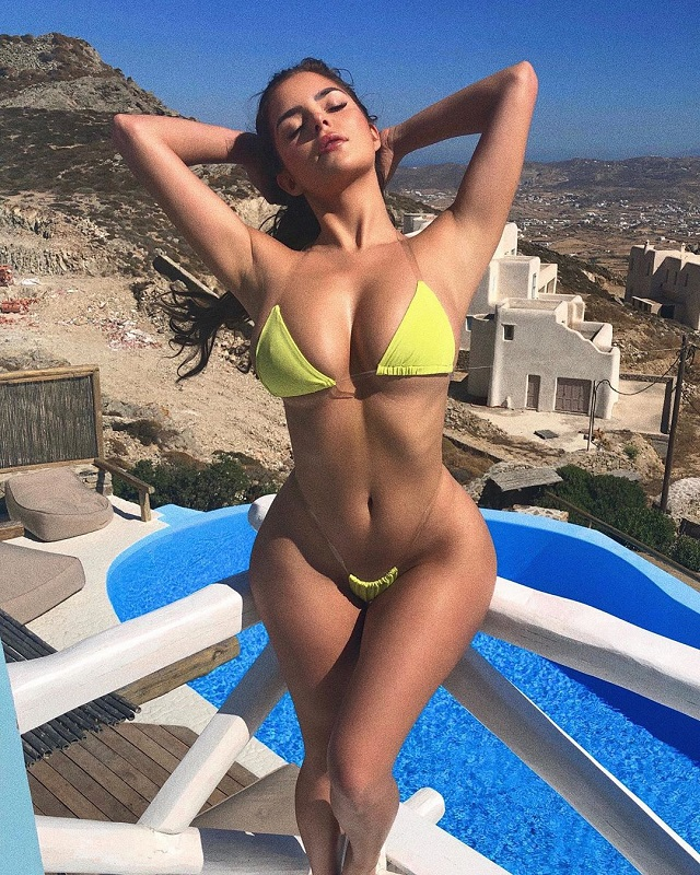 Деми Роуз решила блеснуть мудрым советом в Instagram и показать свой новый мини-купальник (9 фото)