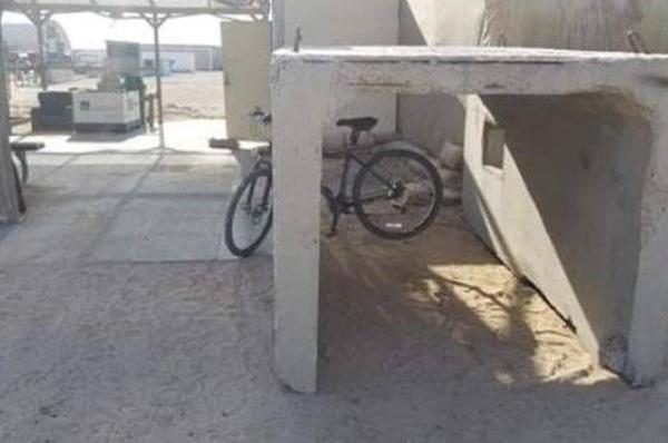 Злая шутка над велосипедистом (3 фото)