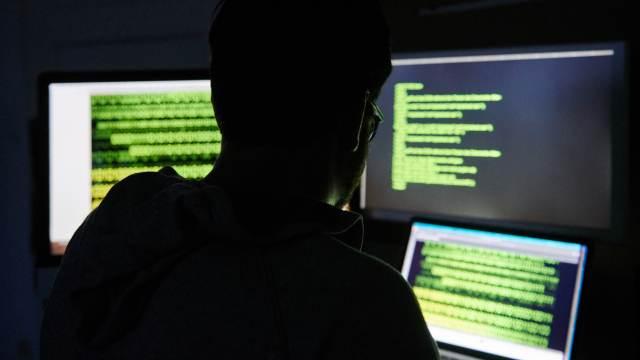 Эксперты Роскачества рассказали, как обезопасить свой компьютер и смартфон