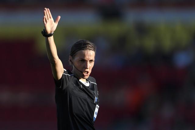 Стефани Фраппар будет судить матч Суперкубка УЕФА (4 фото)