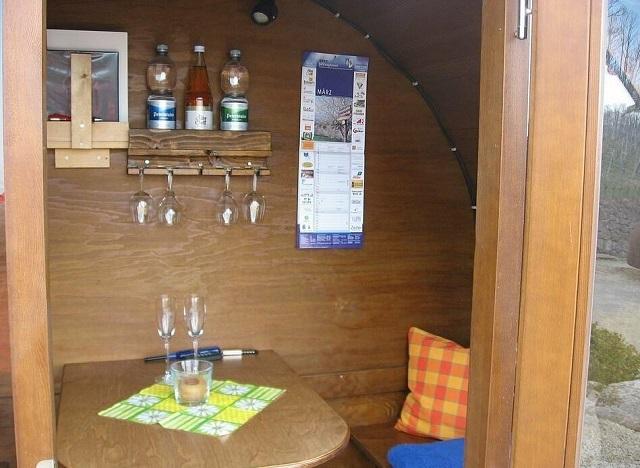 Сказочный отель в Германии, где вместо номеров винные бочки (6 фото)