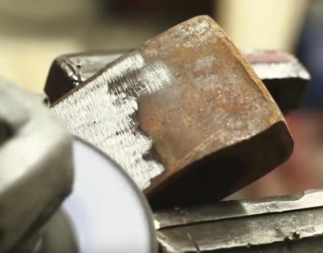 Реставрация старого топора (15 гифок)