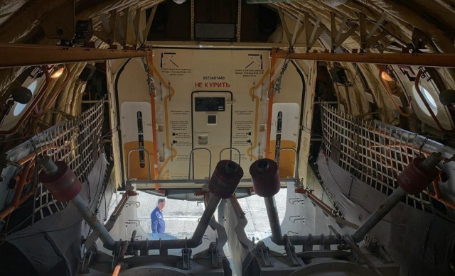 Внутри самолета Ил-76МД, который участвует в тушении пожаров на территории Красноярского края (4 фото)