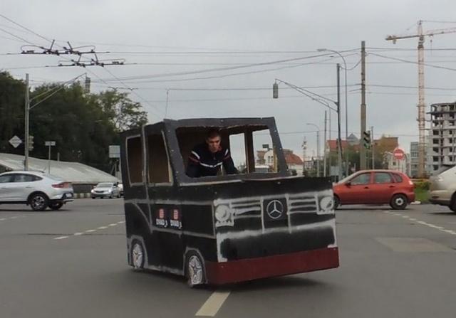 "Картонный ""Гелендваген"" на улицах Нижнего Новгорода"