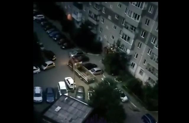 Понаставят машин во дворе, что не пройти, не проехать