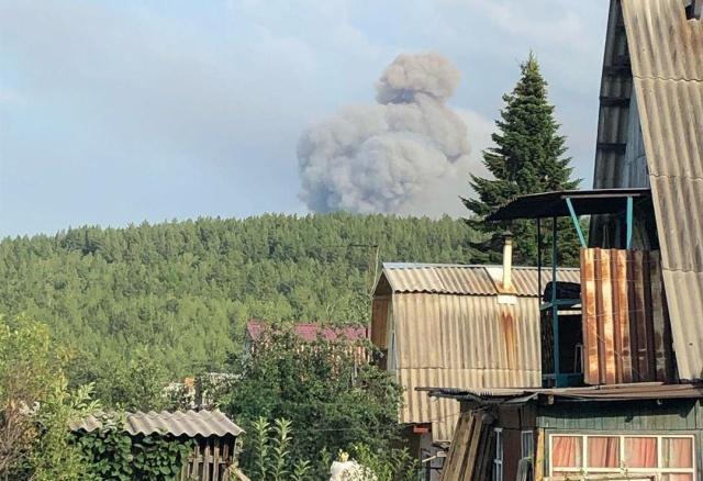 Взрывы боеприпасов на военном складе в Красноярском крае (3 видео)