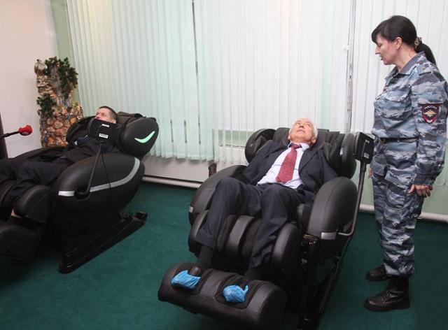МВД выделит 720 тысяч рублей на массажное кресло для полицейских (9 фото + видео)
