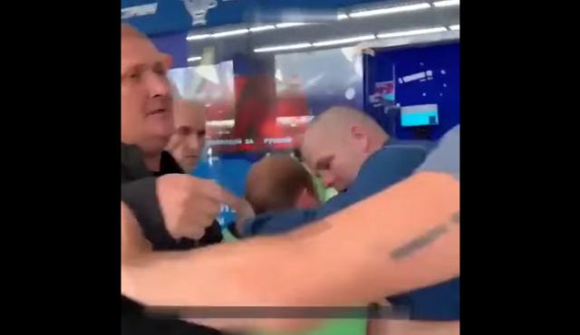 Столкновение курьера и двух нетрезвых джентльменов в московском ТЦ