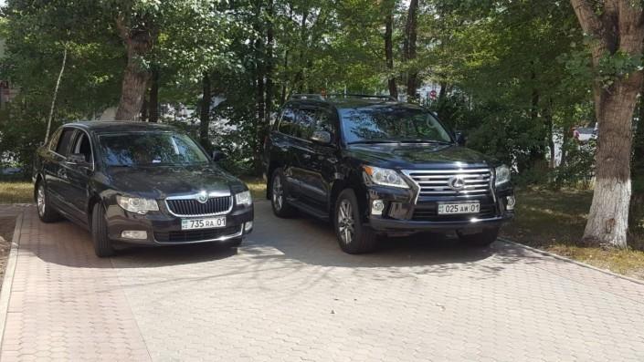Штирлиц еще никогда не был так близок к провалу: Глава МВД Казахстана и номера на его автомобиле (3 фото)