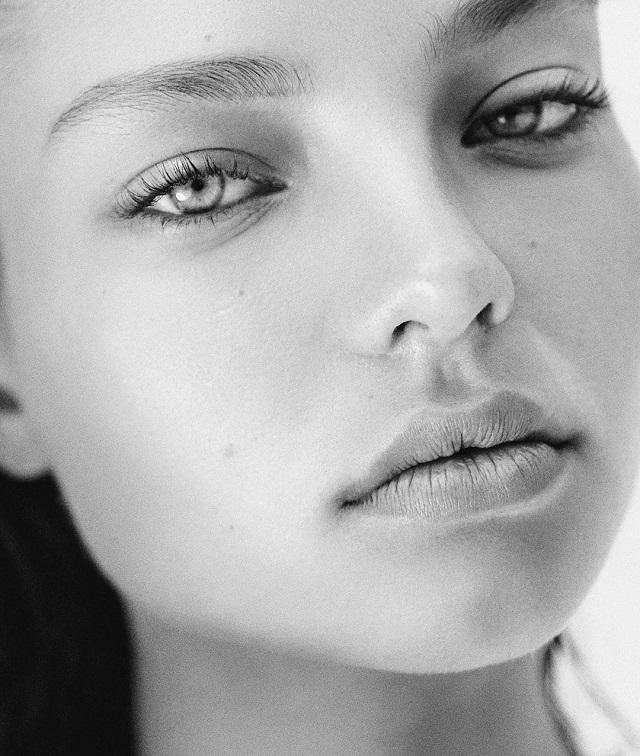 Instagram-модель Алеся Кафельникова снялась в фотосессии в нижнем белье (18 фото)