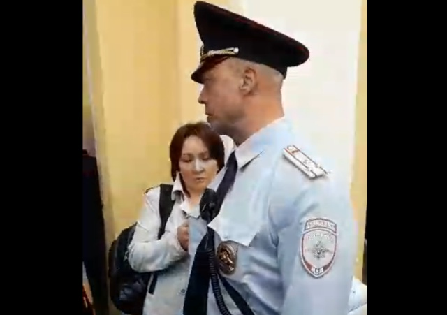 """Полковник полиции Санкт-Петербурга написал заявление на активистку, которая """"обозвала"""" его бессовестным"""