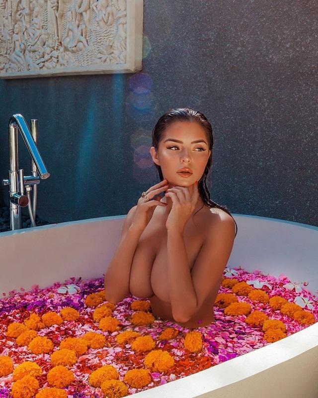 Деми Роуз и ее сногсшибательная фотосессия в ванной (11 фото)