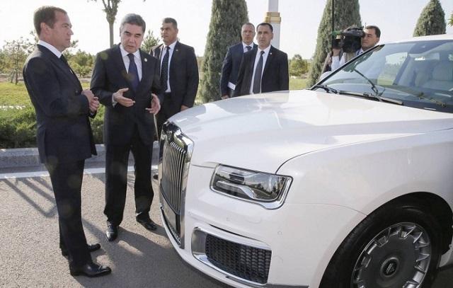 Дмитрий Медведев продал линейку российских лимузинов Aurus президенту Туркменистана (2 фото + видео)