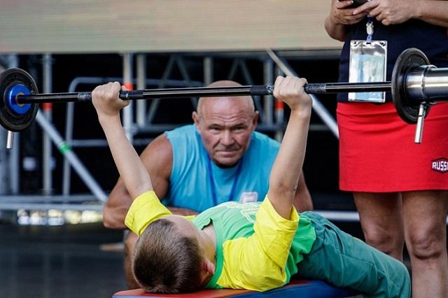 8-летний мальчик-инвалид из Кирова побил мировой рекорд в народном жиме (3 фото + видео)