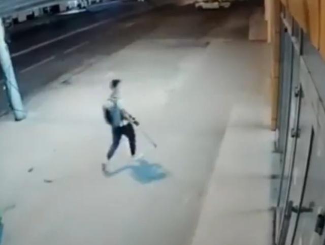 Парень проник в магазин, чтобы украсть всего один демонстрационный телефон