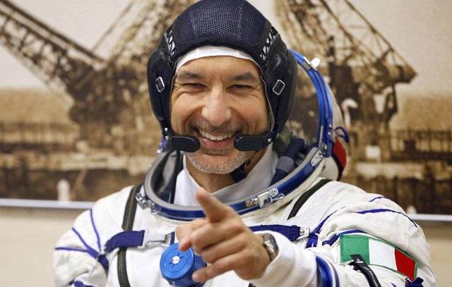Итальянский космонавт провел первый в мире DJ-сет из космоса
