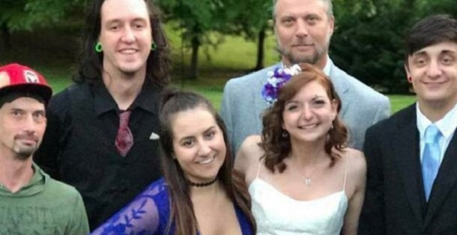 Угадайте, за что в Сети раскритиковали подружку невесты? (фото)