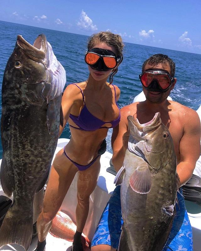 """Соблазнительная девушка-рыбак и ее """"крупный"""" улов (20 фото)"""