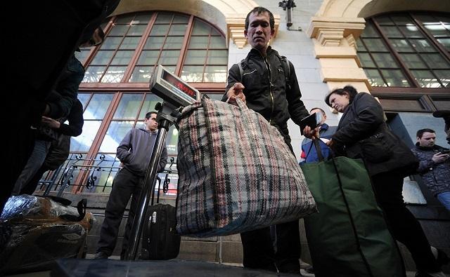 ФСБ опубликовала статистику числа иностранцев, приехавших на заработки в РФ
