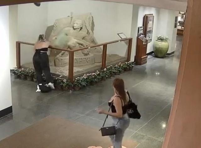Туристки разрушили скульптуру из песка в пятизвездочном отеле на Гавайях